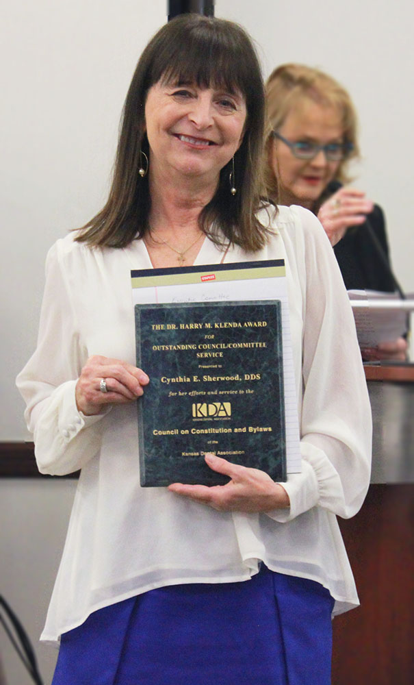 Dr. Sherwood Receives Klenda Award